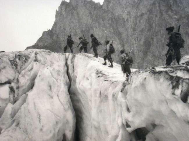 1948, Risalita del ghiacciao del Freney sul Monte Bianco.