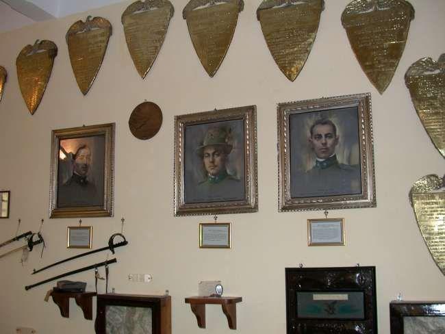 Sacrario, sala Grande Guerra, le medaglie d'oro del Btg. Aosta.