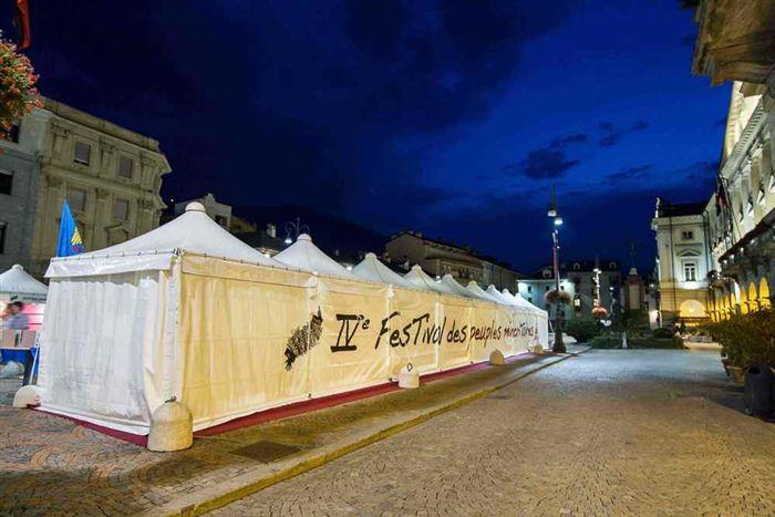 Les stands des Peuples invités, Aoste, Place Chanoux