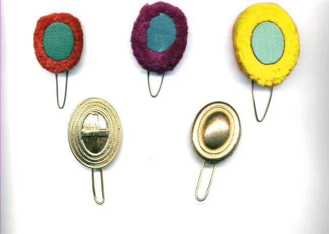Nappine di lana (uniforme di servizio) Fanteria, Genio, Artiglieria e in basso nappine metalliche per ufficiali (prive di tulipa reggi penna)